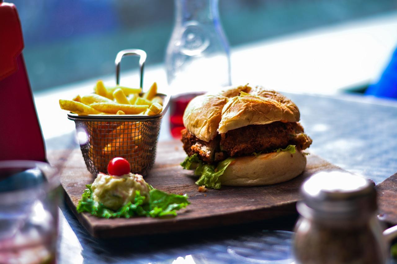 burger ze schabowego - co jedzą polacy